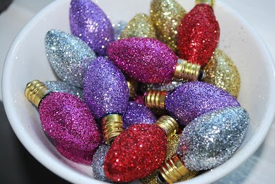 Recycle: Turn your old Christmas Bulbs into Sparklying Christmas Ornaments