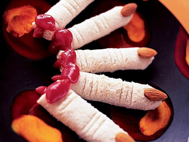 wicked-witchs-finger-sandwiches-make-easy-halloween-treat-appetizer-recipes