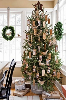 47841-christmas-tree-with-hanging-wreaths