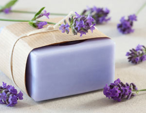 Simple diy christmas gift ideas everyone will love crazysales - Homemade soap with lavender the perfect gift ...